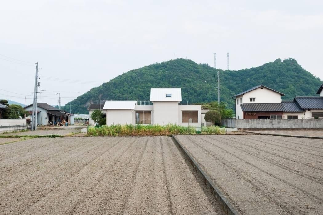 3つの屋根 / Triple Roof モダンな 家 の 市原忍建築設計事務所 / Shinobu Ichihara Architects モダン