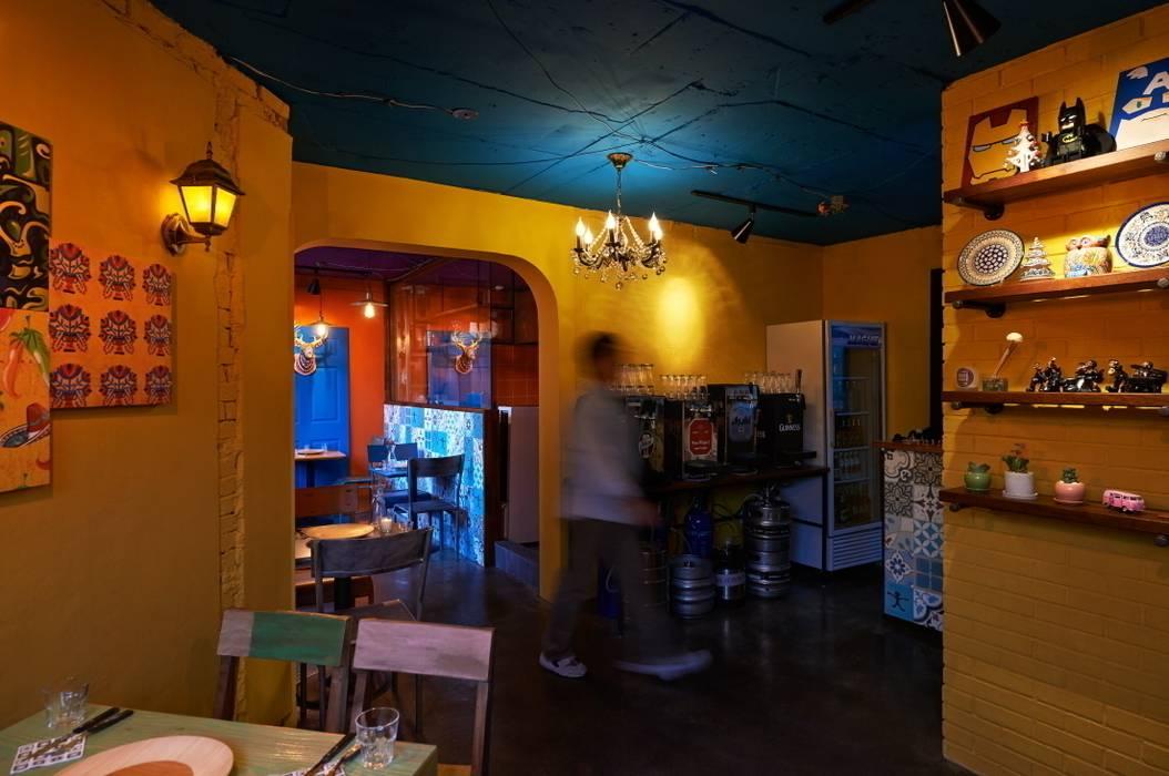 과나후아토 컨셉의 공간: Design m4의  레스토랑,