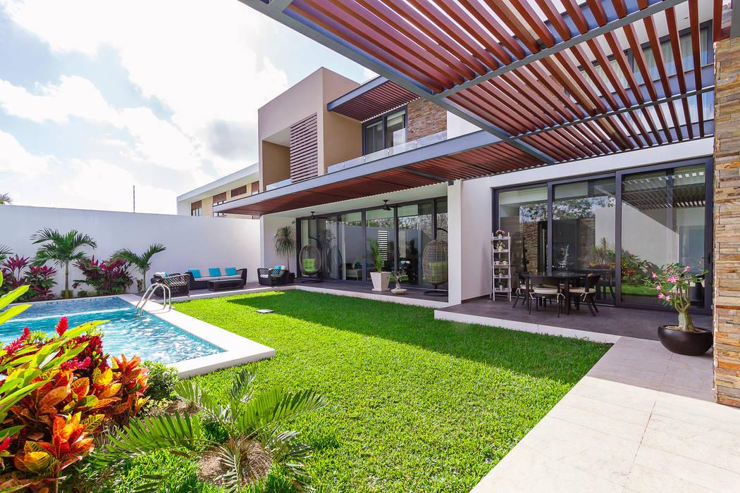 Modern style balcony, porch & terrace by Enrique Cabrera Arquitecto Modern