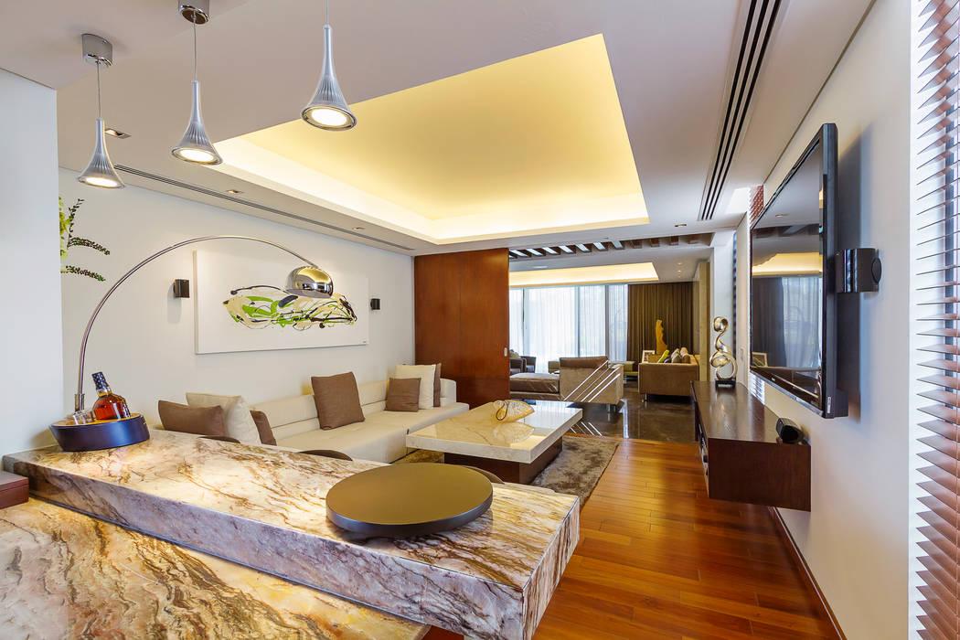 Oficinas de estilo moderno de Enrique Cabrera Arquitecto Moderno