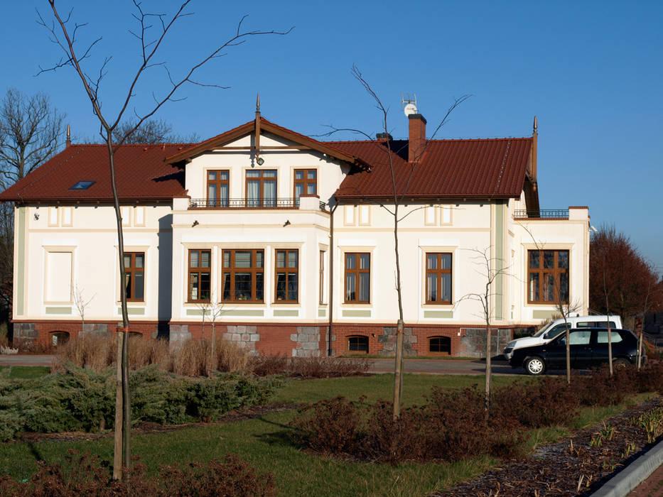 PROJEKT MB Casas de estilo clásico