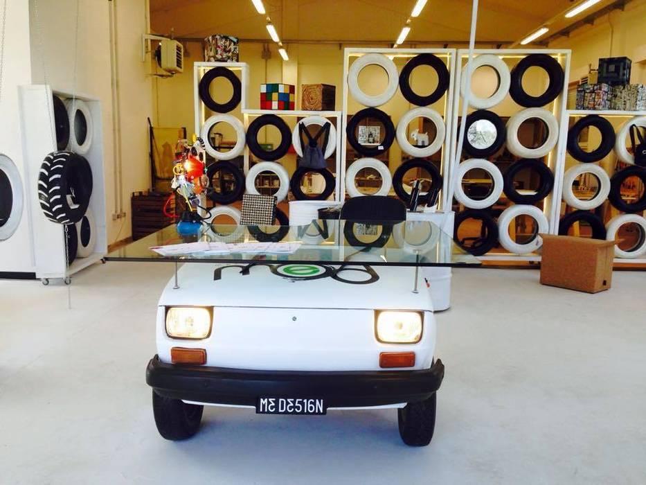 allestimento upcycling by Ecocentriche: Negozi & Locali commerciali in stile  di Ecocentriche Eco Design Rome