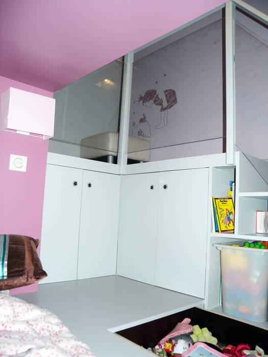 Côté fille - Estrade pour les copines: Chambre d'enfant de style  par I.D.E.E