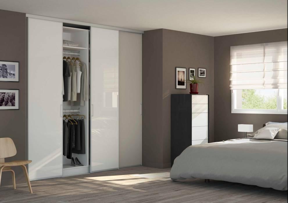 Placard-Dressing avec Portes coulissantes: Chambre de style de style Minimaliste par Centimetre.com