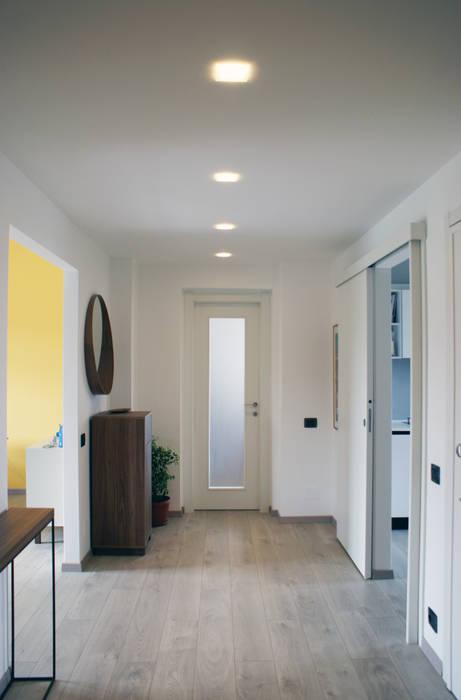 Couloir, entrée, escaliers modernes par Valentina Cassader Moderne