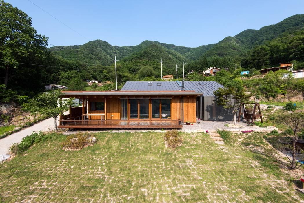 Seo-Kyeong-Dab-Ka (西景答家) KAWA Design Group Moderne Häuser