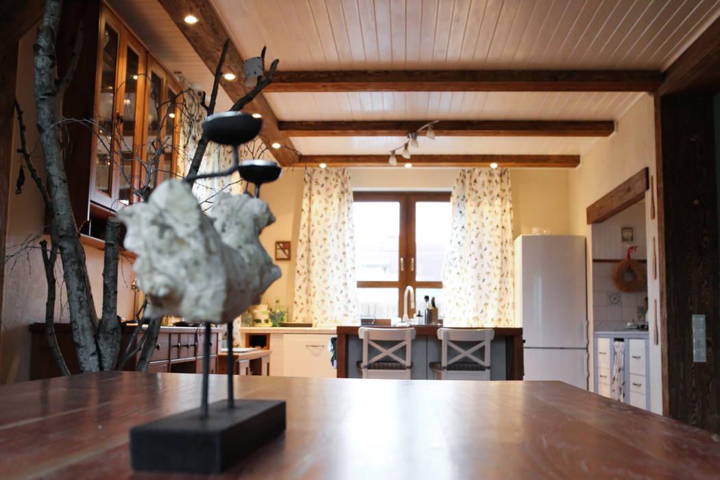 dom Rustykalna kuchnia od DF Interior Rustykalny