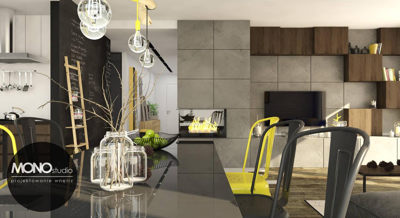 Surowe materiały z akcentem koloru i drewna: styl , w kategorii Jadalnia zaprojektowany przez MONOstudio