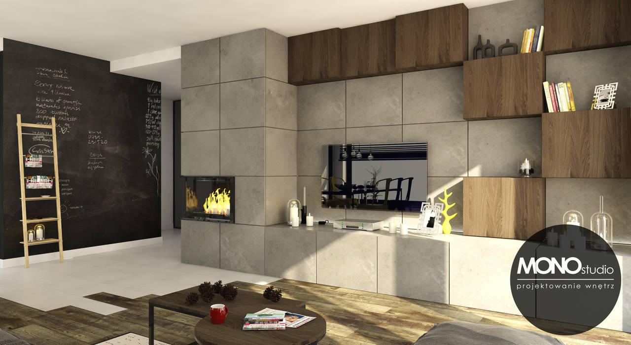 Surowe materiały z akcentem koloru i drewna Industrialny salon od MONOstudio Industrialny