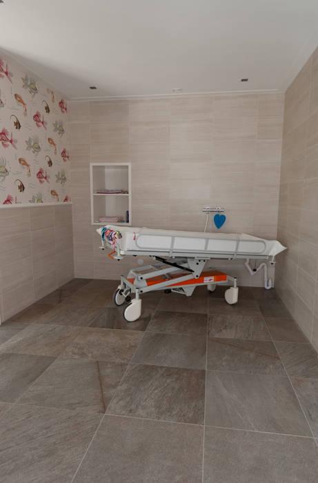 aangepaste badkamer Tropische badkamers van Snellen Architectenbureau Tropisch
