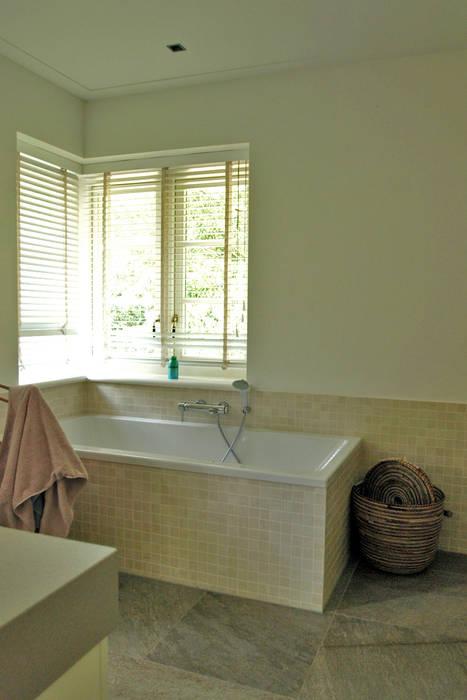 deel master badkamer:  Badkamer door Snellen Architectenbureau