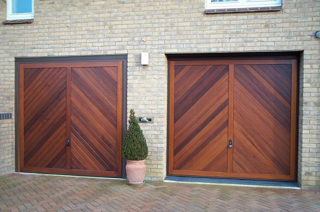 Garage Door made from Timber von The Garage Door Centre Limited Skandinavisch