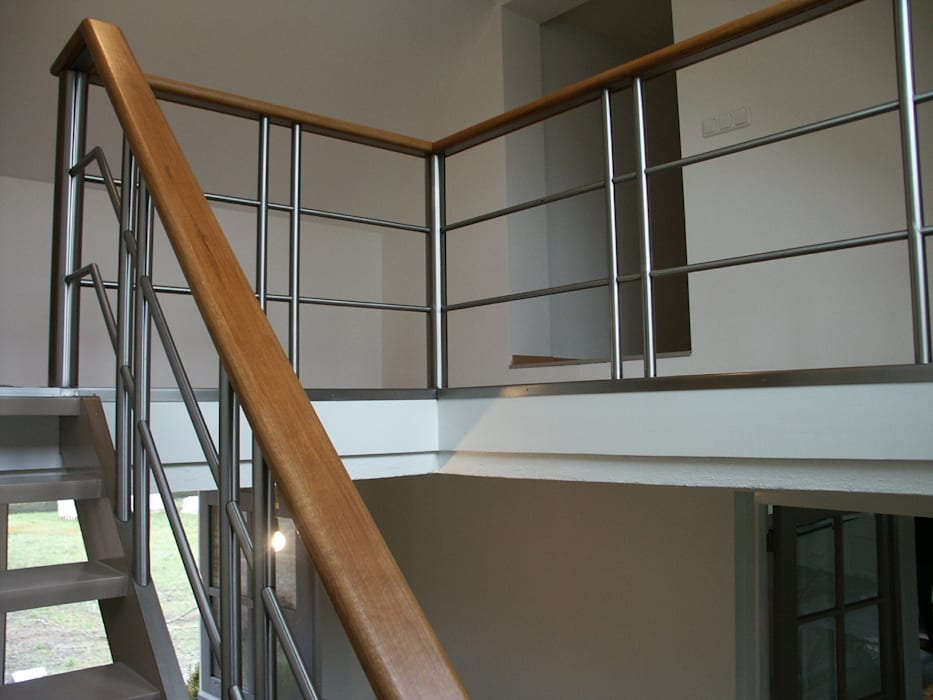 RVS trapleuning en balustrade Moderne gangen, hallen & trappenhuizen van Kouwenbergh Machinefabriek B.V. Modern