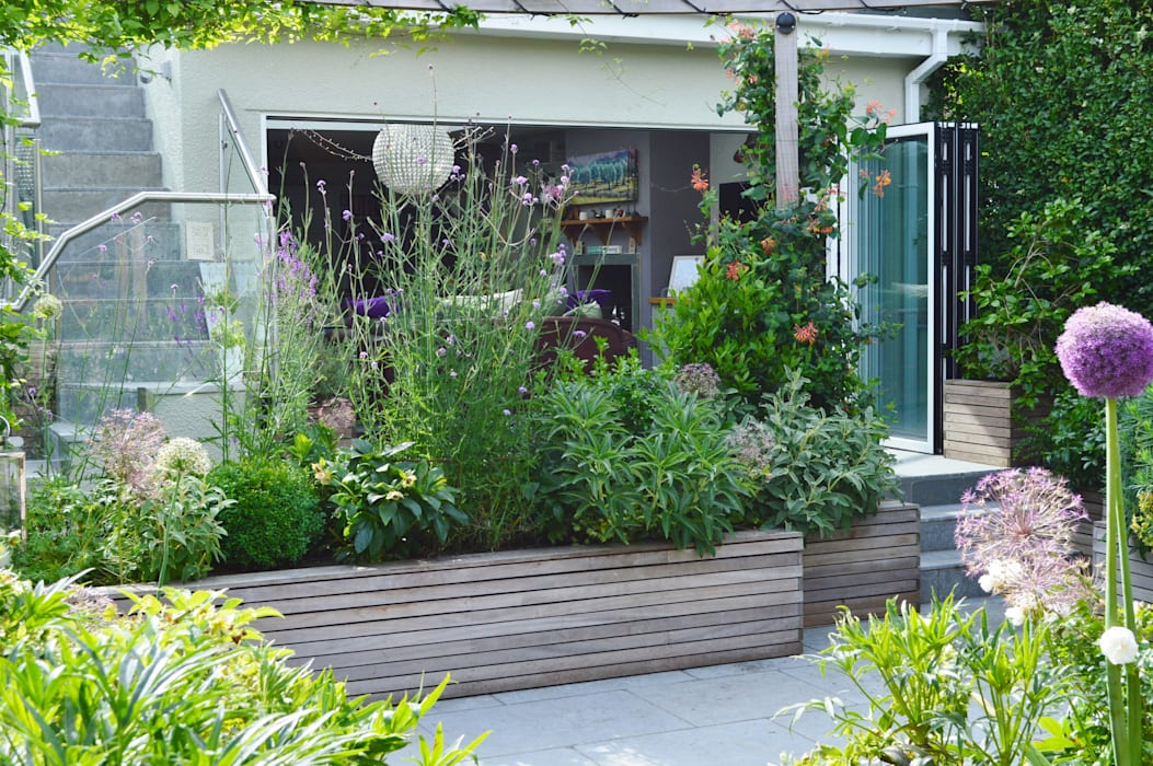 Courtyard Garden Classic style garden by Unique Landscapes Classic