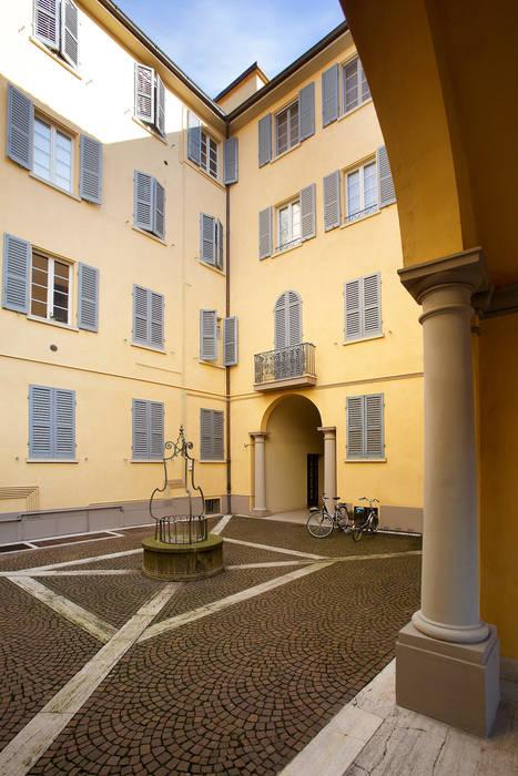 DOSER PALAZZO SORMANI Alcune immagini dello splendido palazzo restaurato a Reggio Emilia: Case in stile in stile Classico di Doser S.p.A.
