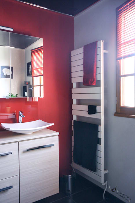 Modern style bathrooms by Violaine Denis Modern