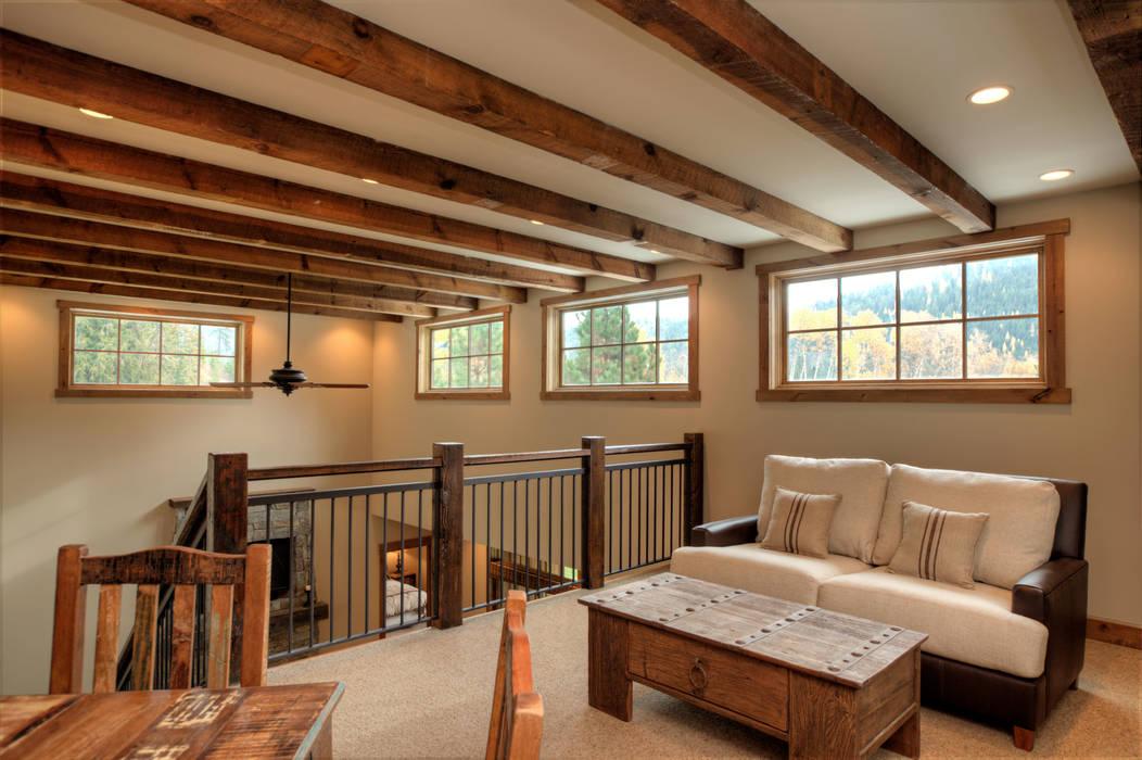 Lucky 4 Ranch Corredores, halls e escadas rústicos por Uptic Studios Rústico