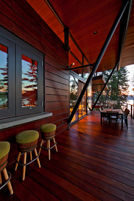 Coeur D'Alene Residence Modern balcony, veranda & terrace by Uptic Studios Modern