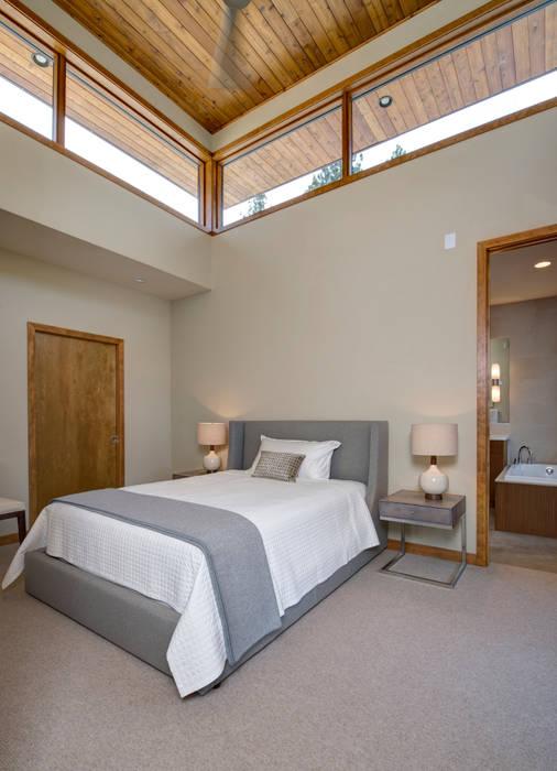 Dormitorios de estilo  por Uptic Studios,