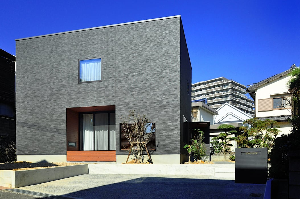 Modern houses by 株式会社アトリエカレラ Modern