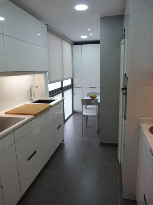 Кухня в стиле модерн от RENOVA INTERIORS Модерн