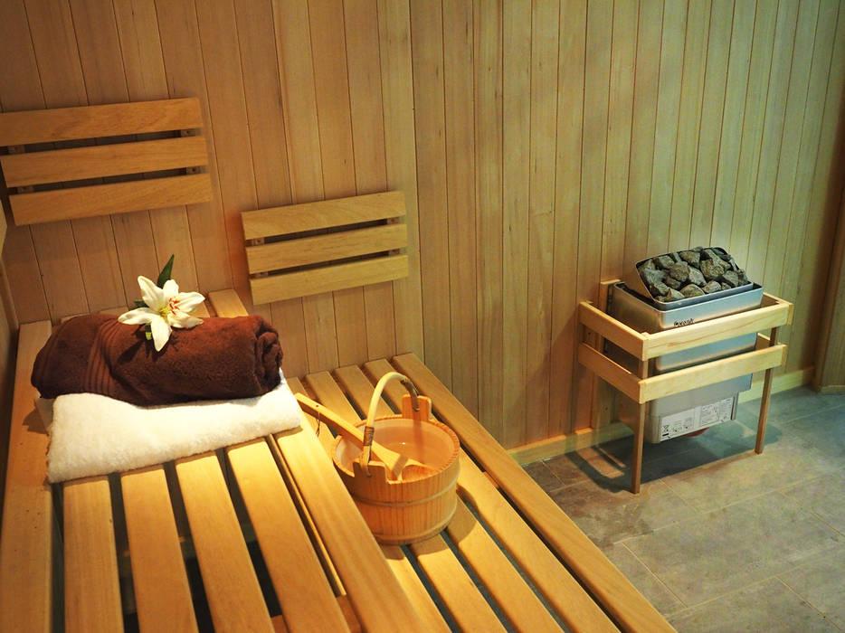 Bespoke Sauna & Steam Room for Pool Area Piscinas de estilo moderno de Oceanic Saunas Moderno