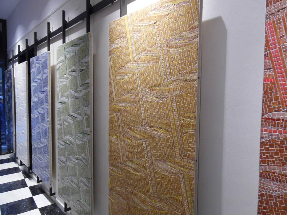 Showroom Friul Mosaic - Milano - via Cerva 6: Spazi commerciali in stile  di FRIUL MOSAIC