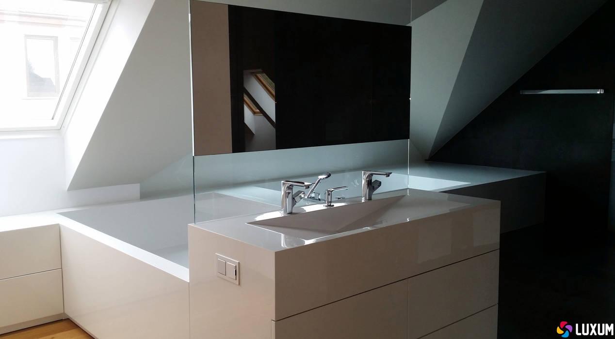 Umywalka z kompozytu GFK Luxum: styl , w kategorii Łazienka zaprojektowany przez Luxum