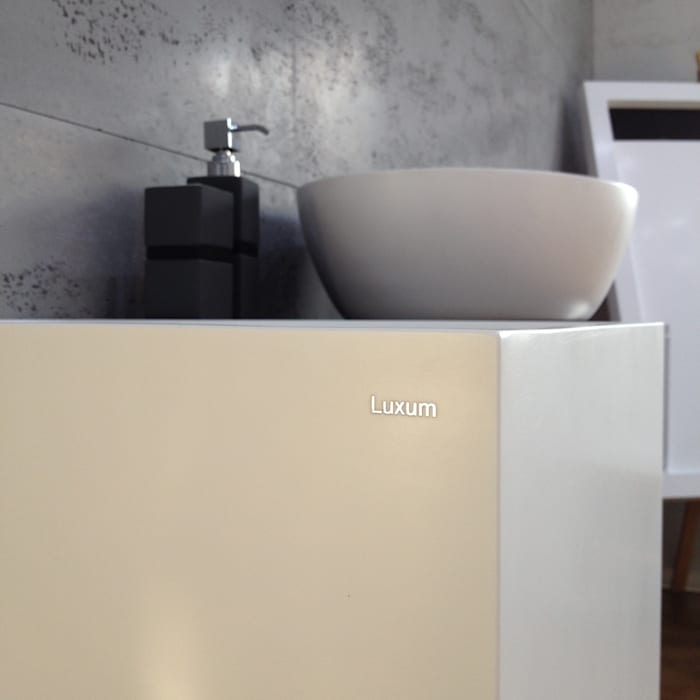 Nablatowa umywalka od Luxum: styl , w kategorii Łazienka zaprojektowany przez Luxum