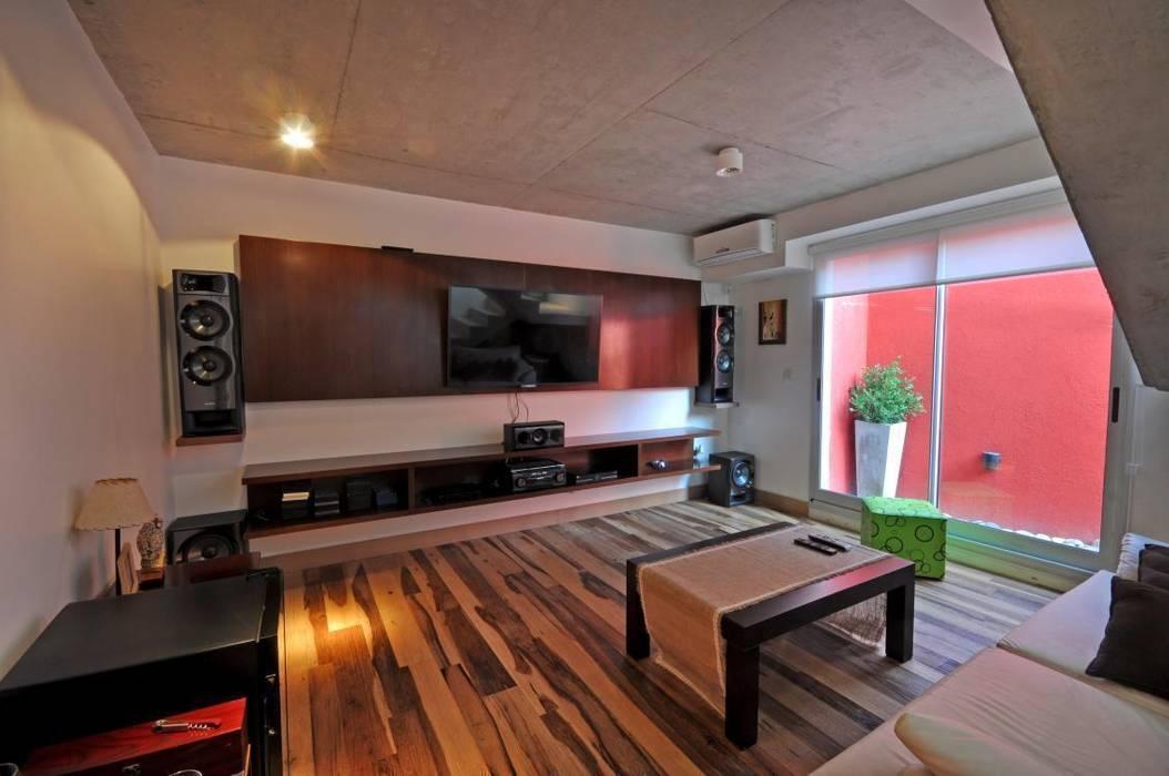 CASA VG HARAS SANTA MARIA - ESCOBAR - BUENOS AIRES - ARGENTINA: Casas de estilo  por Desarrollos Proyecta