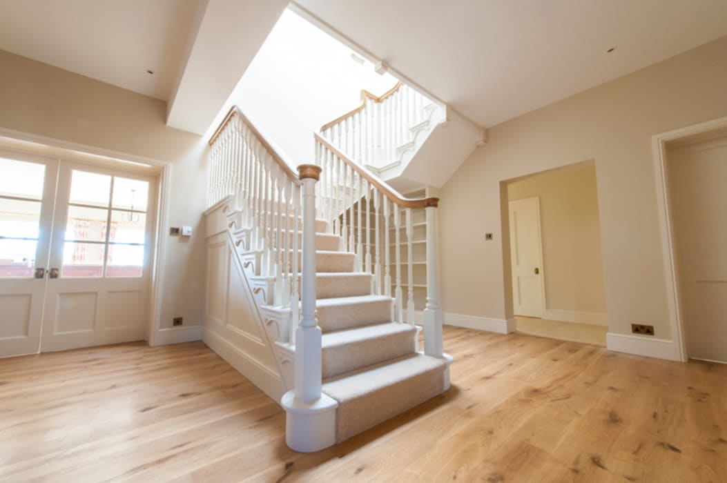 Edwardian style Cut String Stairs by Buscott Woodworking Класичний