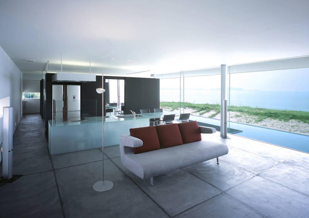東シナ海を望む家 モダンデザインの リビング の アトリエ環 建築設計事務所 モダン