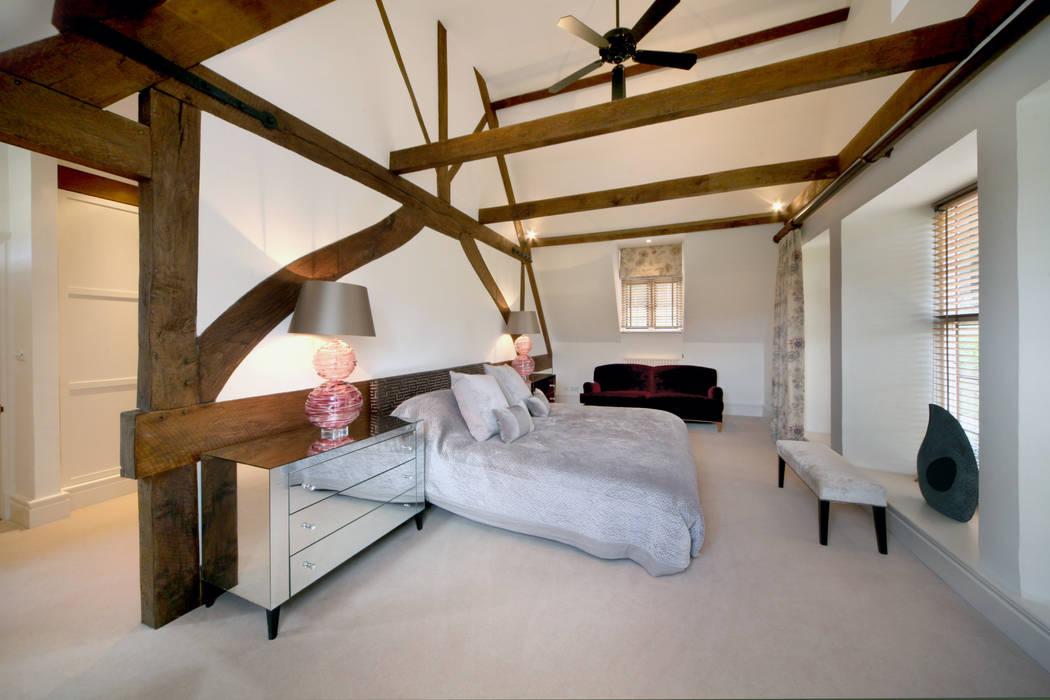 Dormitorios de estilo  por Garrett McKee Architects, Rural