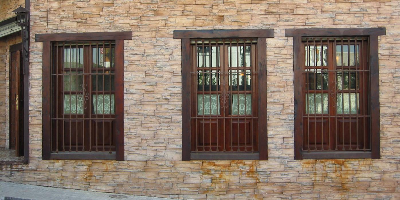 Ventanas y puertas de estilo  por Conely