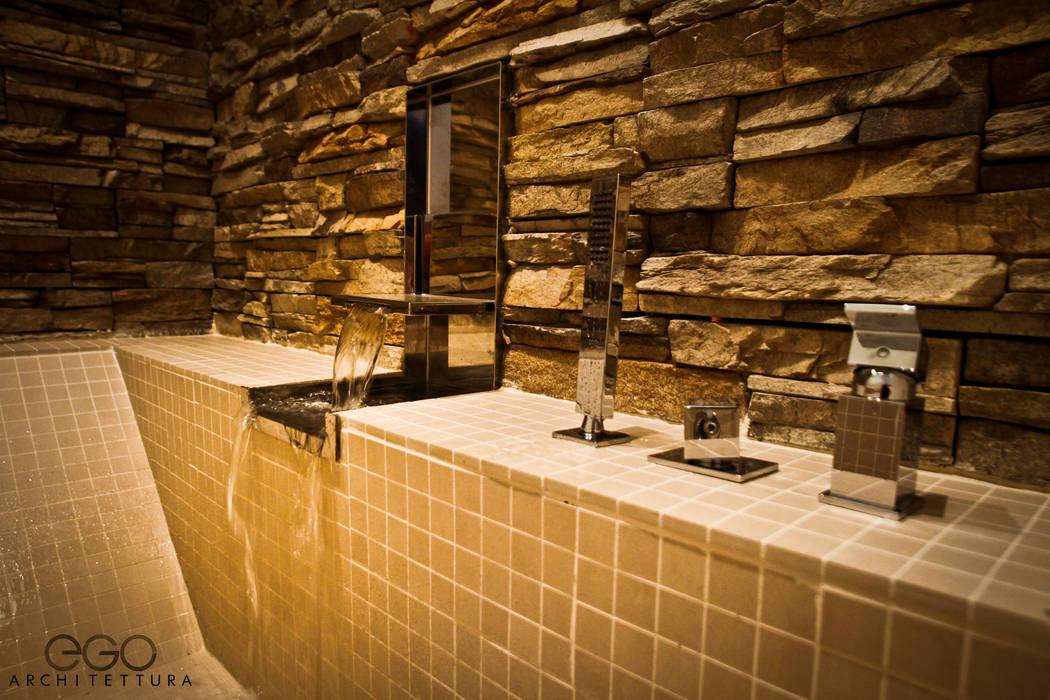 Spa 03: Spa in stile in stile Moderno di EGO ARCHITETTURA S.R.L.