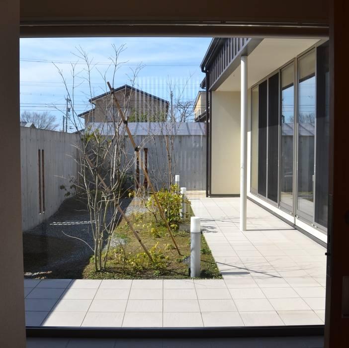 Jardines de estilo  de 家楽舎 木田智滋住宅研究室, Moderno