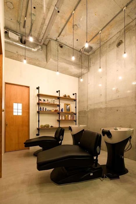 Espacios comerciales de estilo  de iks design, Moderno