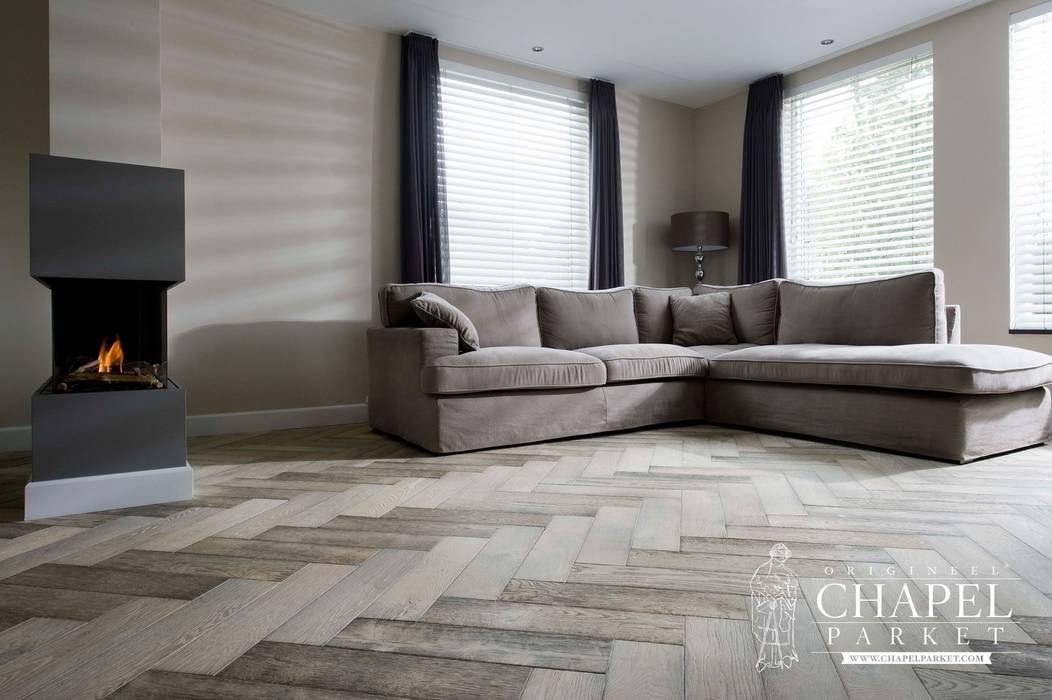Dębowa podłoga Chapel Minster, kolor Bleached White: styl , w kategorii Salon zaprojektowany przez Chapel Parket Polska