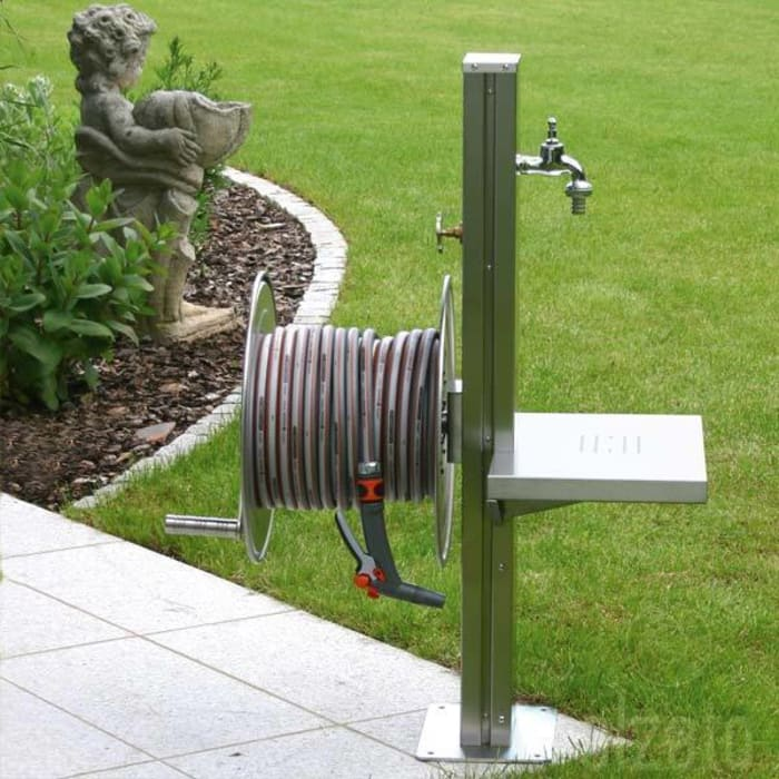 Stainless Steel Garden Tap Station with Hose Reel, Tap and Platform de Ingarden Limited Moderno