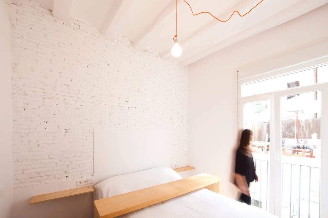 Dormitorio principal: Dormitorios de estilo  de Dolmen Serveis i Projectes SL