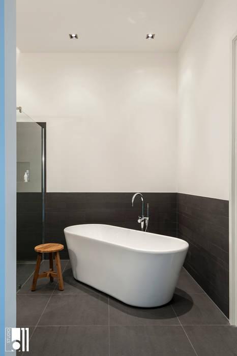Phòng tắm phong cách hiện đại bởi Studio D11 Hiện đại