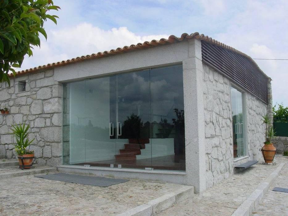Quinta da Mouta, Manhente, Barcelos: Casas  por Alberto Craveiro, Arquitecto