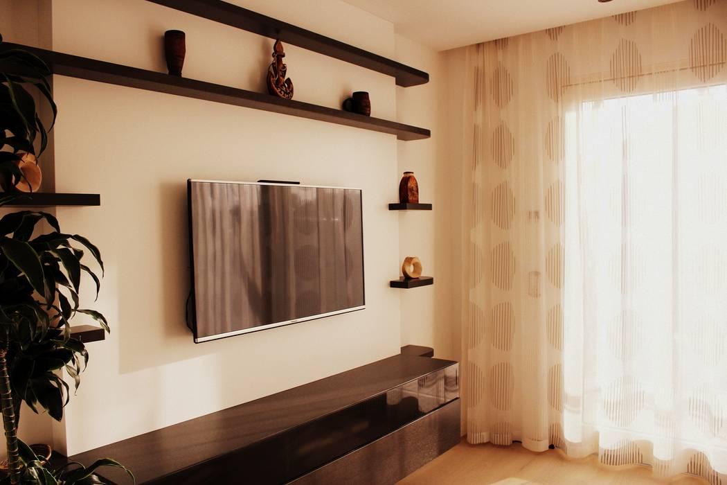 Tv-wand moderne wohnzimmer von wohn & küchenwerkstatt robert ...