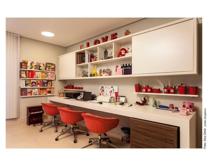 Gabinete das meninas: Escritórios  por Arquitetura 3