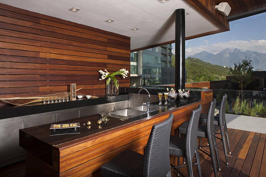 Modern Terrace by GLR Arquitectos Modern