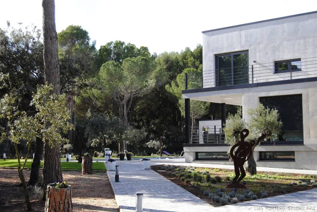 by studioLARQ - Luis Portero, arquitecto - ARQUITECTURA   INTERIORISMO Modern
