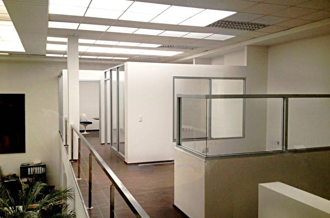 Oficinas Corporativas : Estudios y oficinas de estilo  por Visual Concept / Arquitectura y diseño, Moderno
