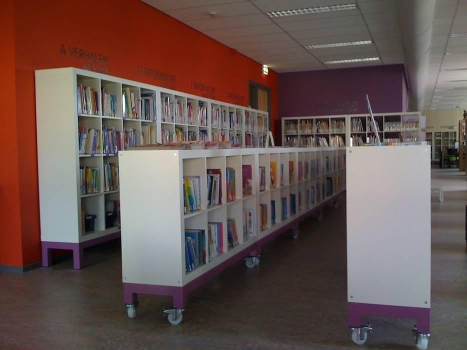 verrijdbare kindsboekenkast:  Exhibitieruimten door Delgadodesign