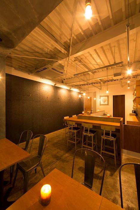 Bares e clubes modernos por イクスデザイン / iks design Moderno