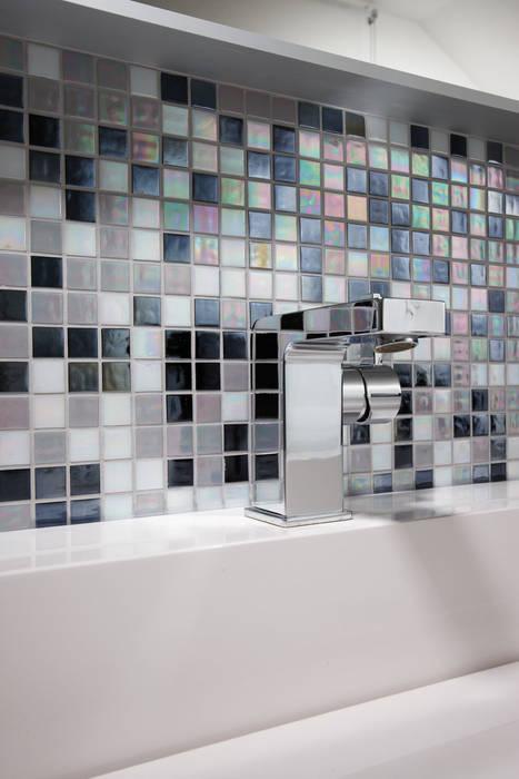 AVEO - Detailansicht der Mosaikfliesen Moderne Badezimmer von homify Modern